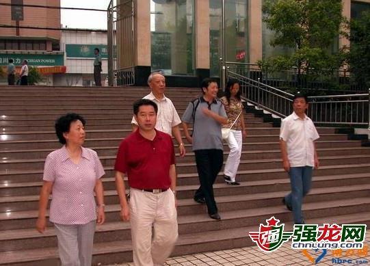 商人周斌的父亲是谁_周滨的父亲是谁?周元根是大老虎?大老虎家族秘闻揭秘(3)_财股网